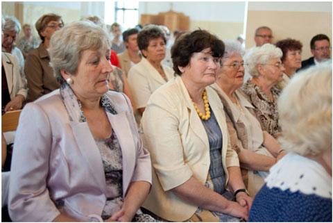 Uczestnicy mszy świętej: panie Teresa Matłacka, Helena Pupiec, Wiesława Gwiazdowska, byłe grono nauczycielskie