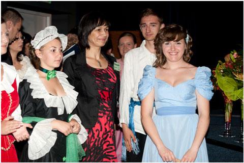 Młodzi aktorzy zpanią Agnieszką Puchacz